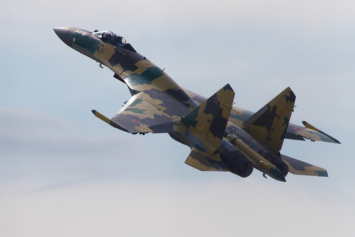 Самолёт Су-35С упал в Охотское море после отказа двигателя