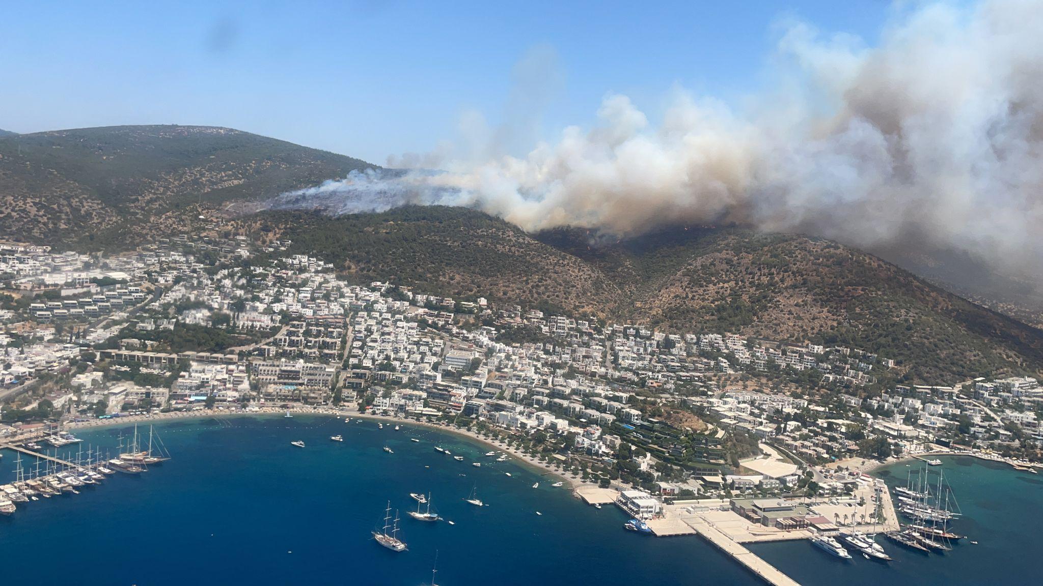В турецком Бодруме из-за лесных пожаров вновь эвакуировали туристов из трёх отелей