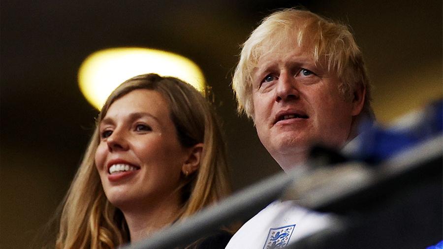 <p>Борис Джонсон и его супруга Кэрри. Фото © ТАСС / EPA / John Sibley / POOL</p>