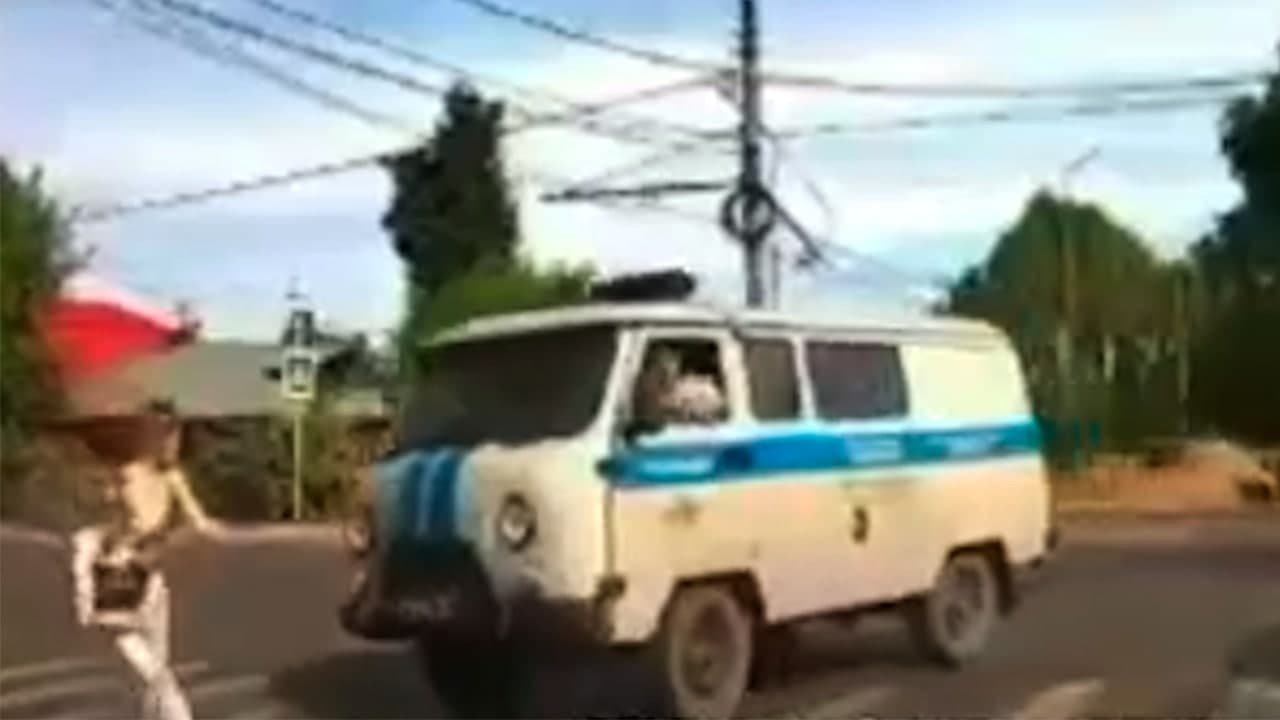 Лихо повернул: Полицейский на служебном УАЗе сбил девушку в Иванове