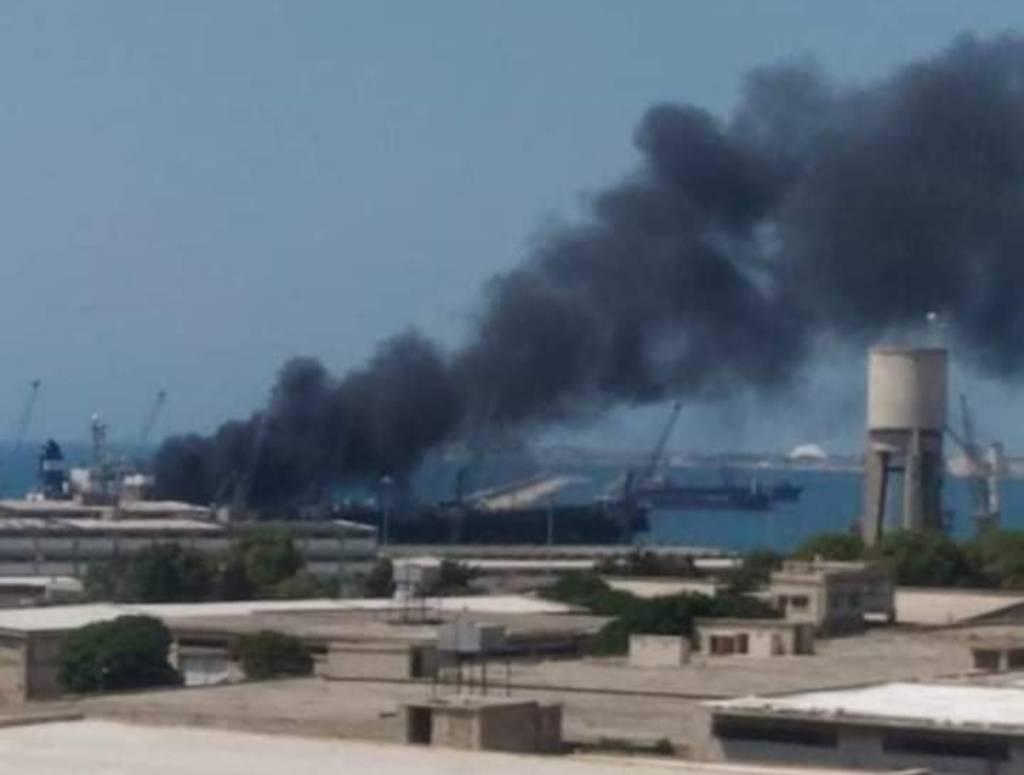 Взрыв прогремел на судне в сирийском порту Латакия