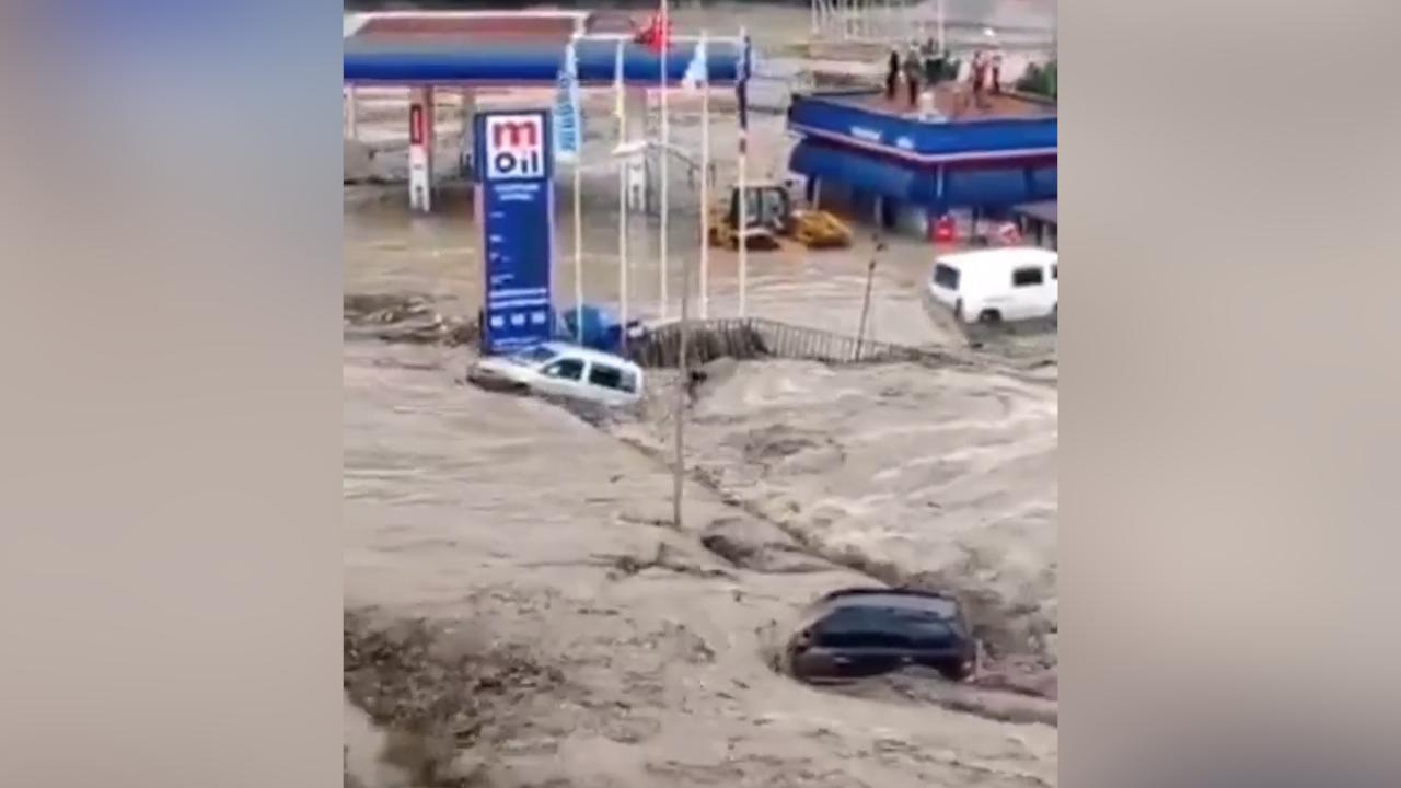 Смертоносные пожары в Турции сменились мощными наводнениями