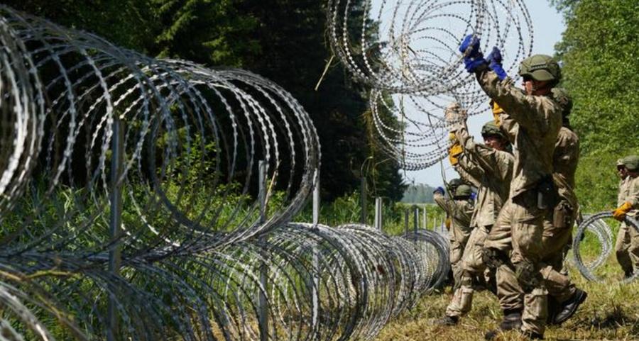 "<p>Фото © <a href=""https://www.dw.com/en/lithuanian-fm-belarus-using-refugees-as-hybrid-weapon-against-eu/a-58245160"" target=""_blank"" rel=""noopener noreferrer"">dw.com</a></p>"