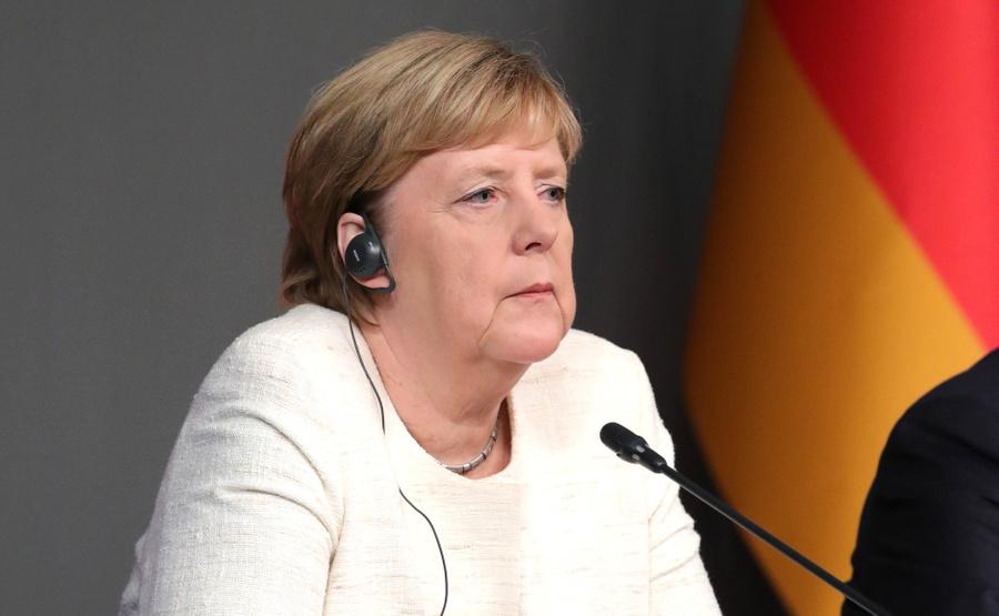 Журналисты заблокированных Зеленским телеканалов попросили Меркель о встрече