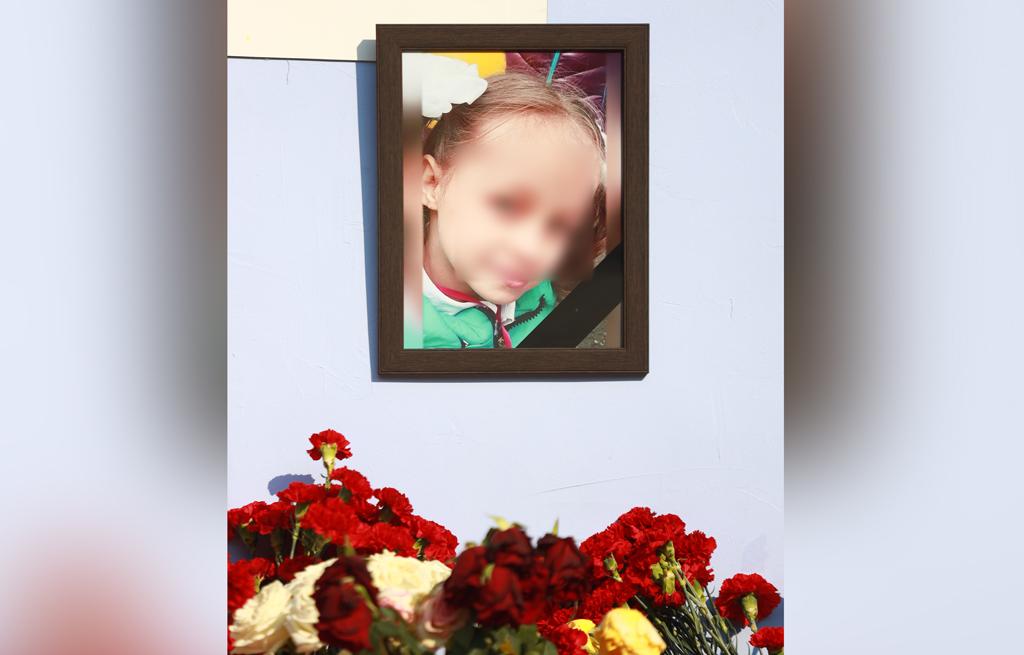 Погибшая девочка. Фото © ТАСС / Максим Слуцкий