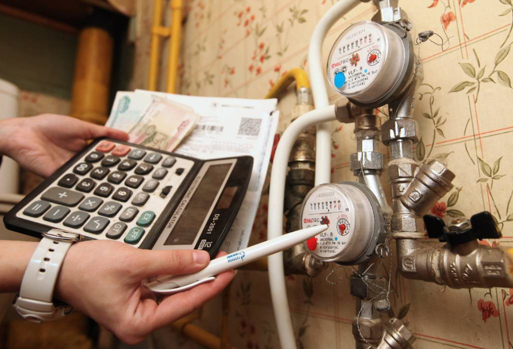 Замена счётчиков и передача показаний: Какие изменения ждут жильцов и как спасти деньги от аферистов