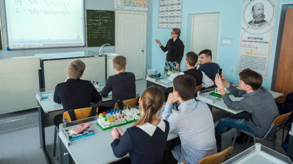В Минздраве предупредили, что школьники в группе риска по тяжёлой форме ковида