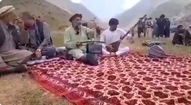 Талибы вывели из дома и расстреляли известного афганского певца Фавада  Андараби