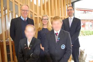 Слева основатель сети Brookes Дэвид Роуз, справа директор двух российских школ Джайлс Эдвард Кинг. Фото © VK