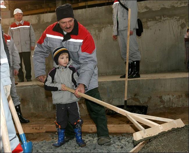 Первая публичная фотография Коли Лукашенко © Пресс-служба президента Белоруссии