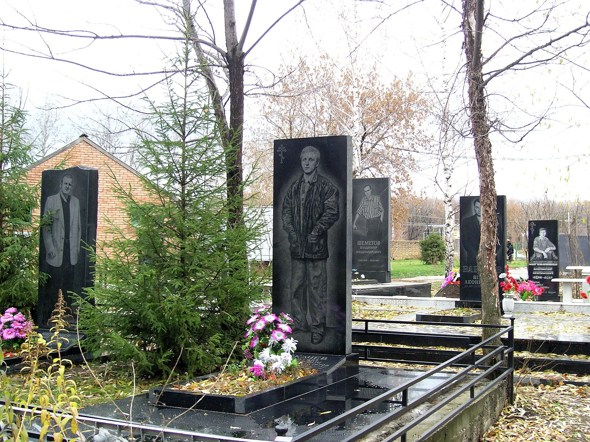 """""""Аллея героев"""", где похоронены тольяттинские криминальные авторитеты. Фото © Wikipedia"""