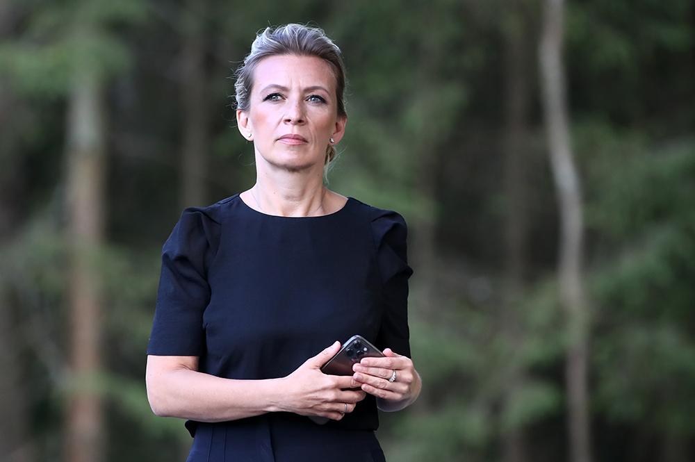 Захарова высмеяла немецкие СМИ за колонку о скромном еврейском парне Зеленском