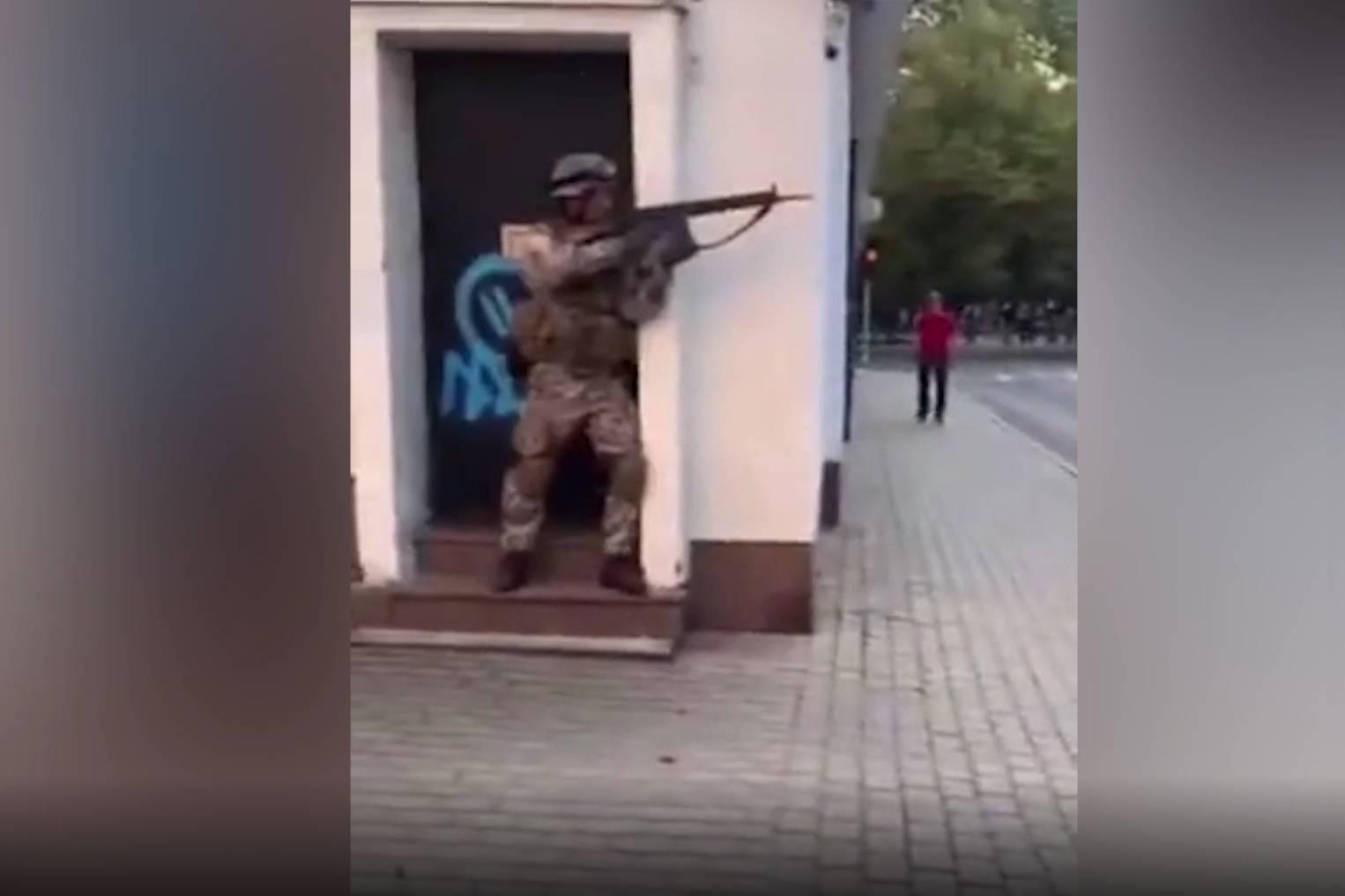 Распугали всех горожан: Минобороны Латвии пришлось извиняться за учения со стрельбой в центре Риги