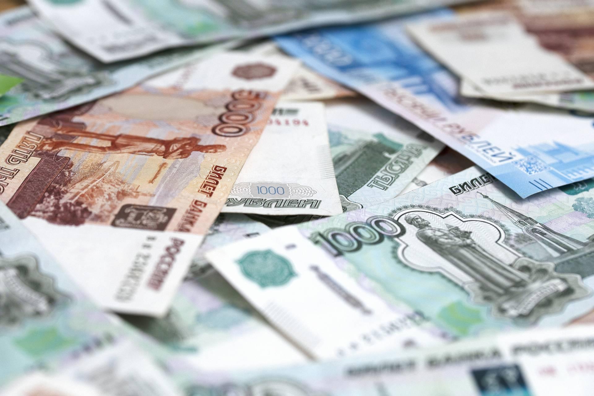 Путин поручил внести поправки для защиты соцвыплат от списаний по долгам
