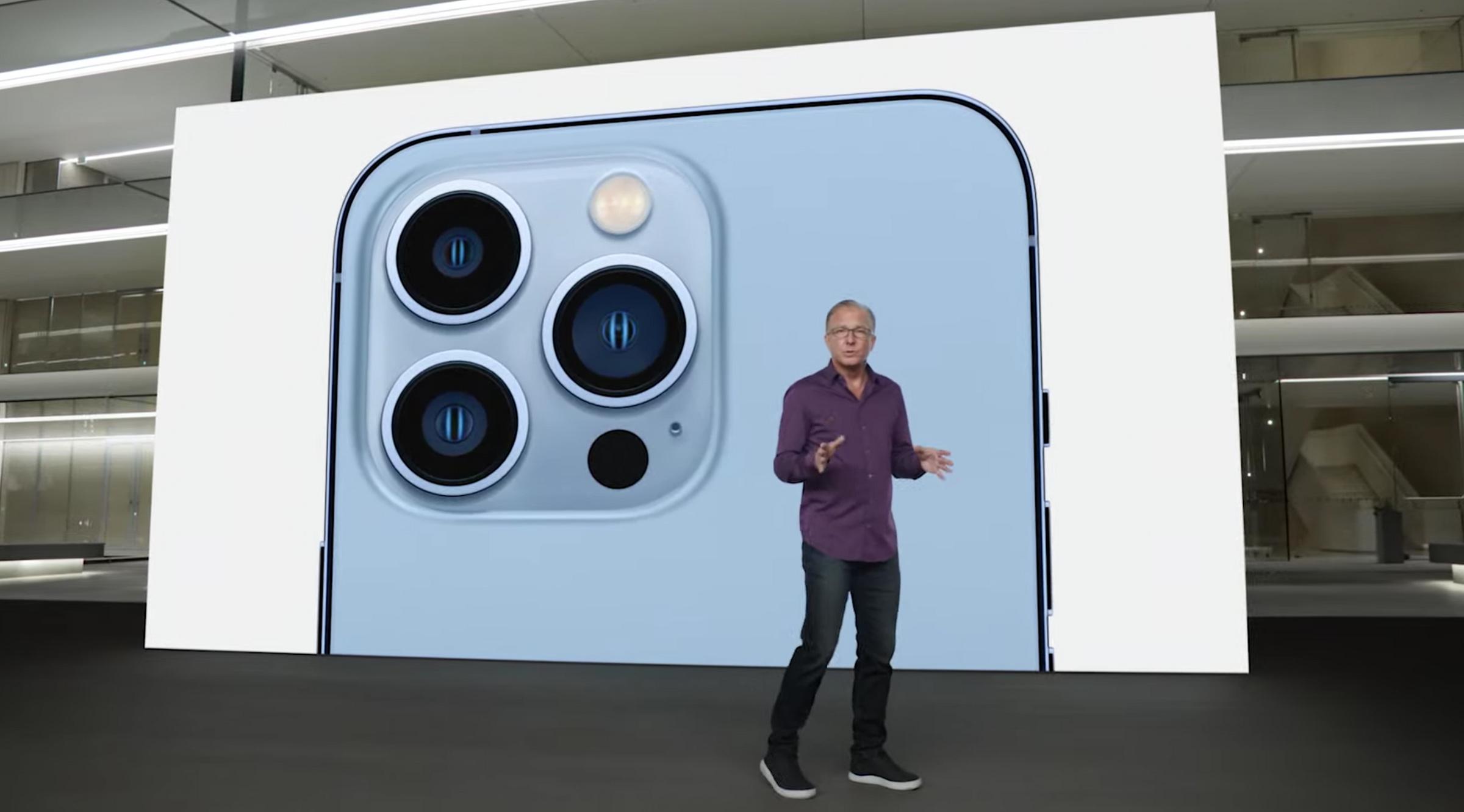 Кадр из видео YouTube/Apple