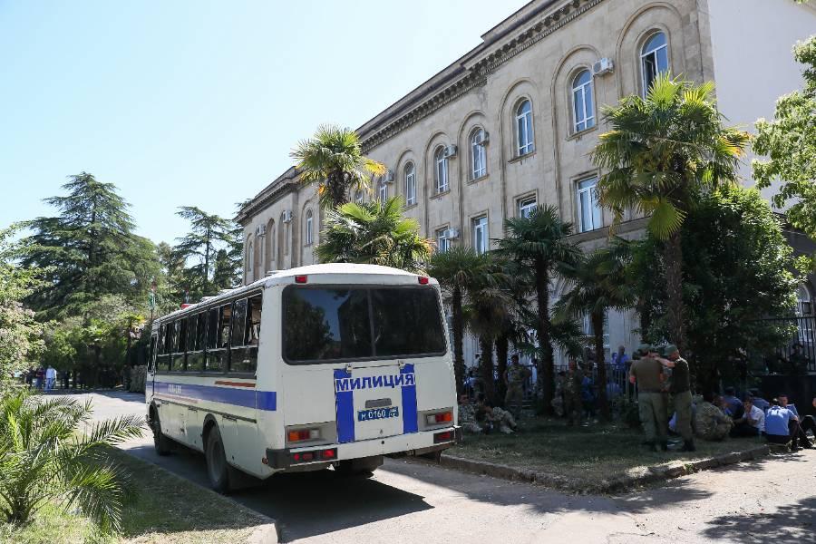 В Абхазии возбудили уголовное дело на пытавших российского туриста милиционеров