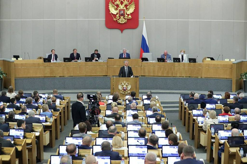 Единая Россия внесла в ГД законопроект о пенсиях выпускникам школ, потерявшим кормильца