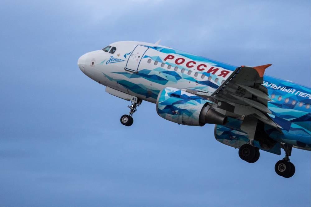 Пассажирский самолёт с ливреей Зенита совершил аварийную посадку в аэропорту Пулково