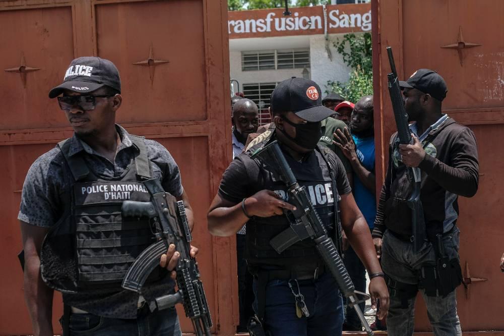 Экс-спикер сената не смог стать президентом Гаити из-за уличной перестрелки
