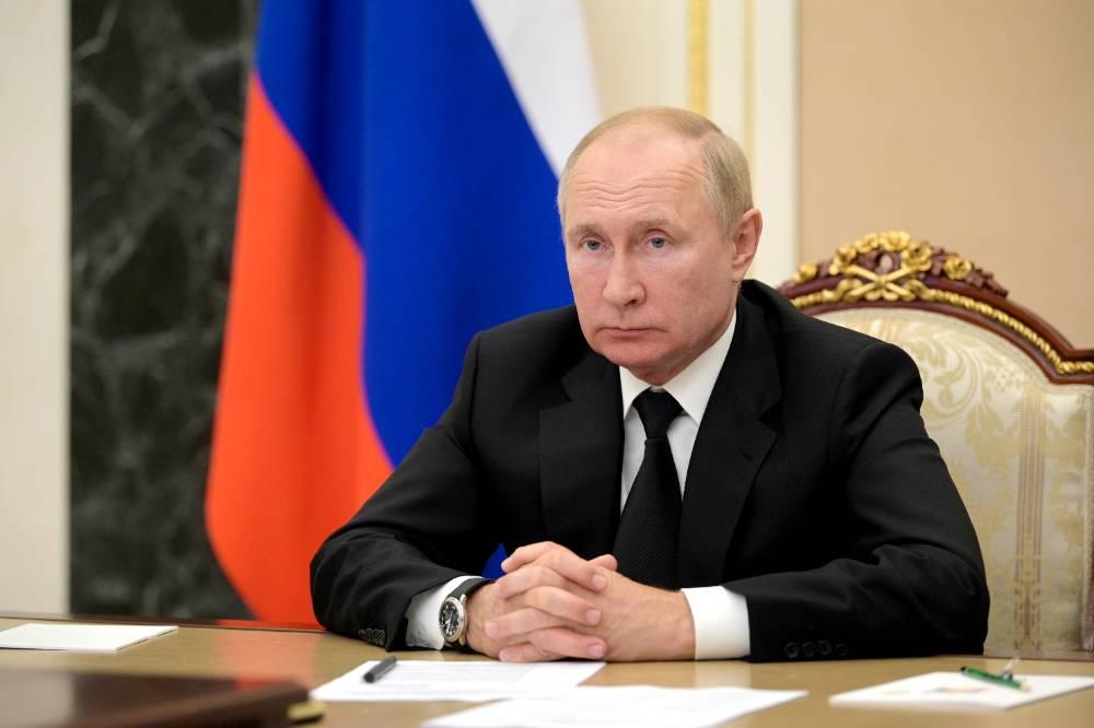 Эффективней Спутника V: В Кремле рассказали о состоянии ушедшего на самоизоляцию Путина