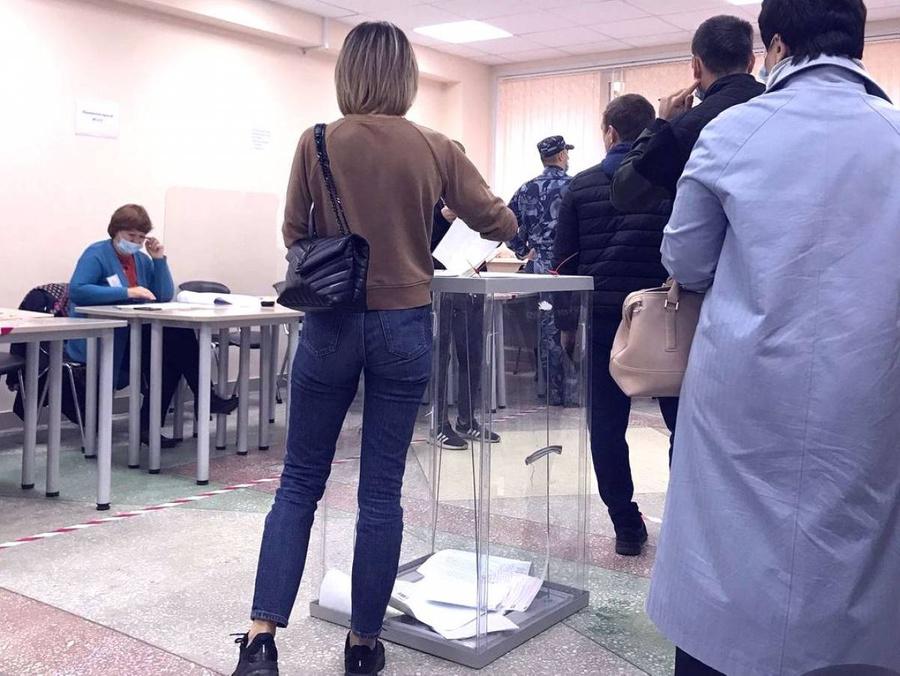 """<p>Фото © <a href=""""https://er.ru/activity/news/edinaya-rossiya-na-izbiratelnyh-uchastkah-v-sibiri-lyudi-proyavlyayut-povyshennyj-interes-k-golosovaniyu"""" target=""""_blank"""" rel=""""noopener noreferrer"""">Er.ru</a></p>"""