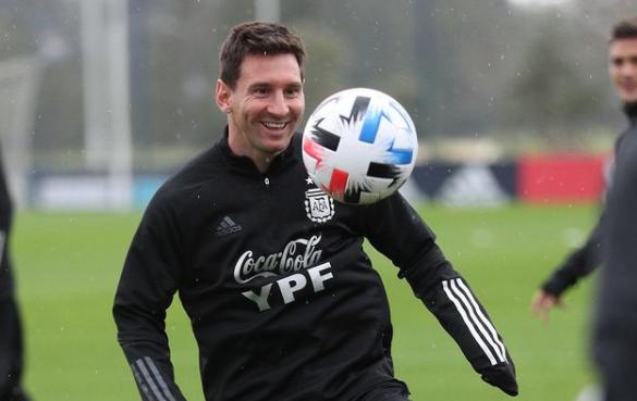 "<p>Фото © Instagram / <a href=""https://www.instagram.com/p/CTiRtnPLE3b/"" target=""_blank"" rel=""noopener noreferrer"">Leo Messi</a></p>"
