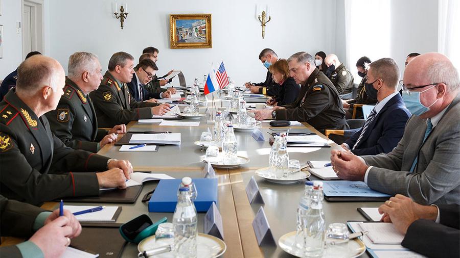 <p>Встреча начальников генштабов РФ и США в Хельсинки. Фото © ТАСС / Алексей Ерешко </p>
