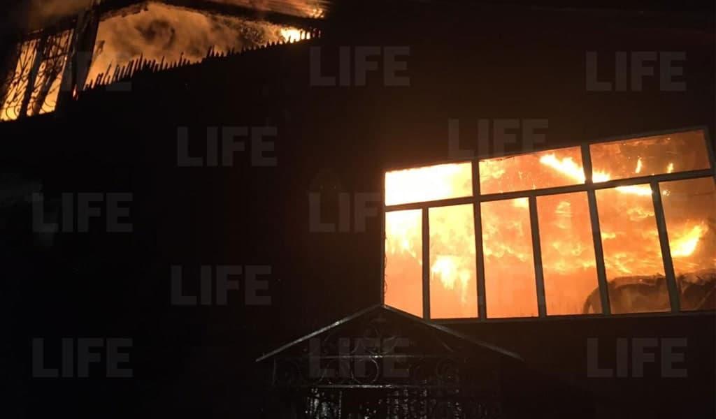В Подмосковье нашли тело девочки, погибшей при пожаре в трёхэтажном доме