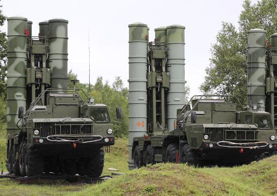 Российские военные отработали удар из С-400 по перспективным ракетам противника