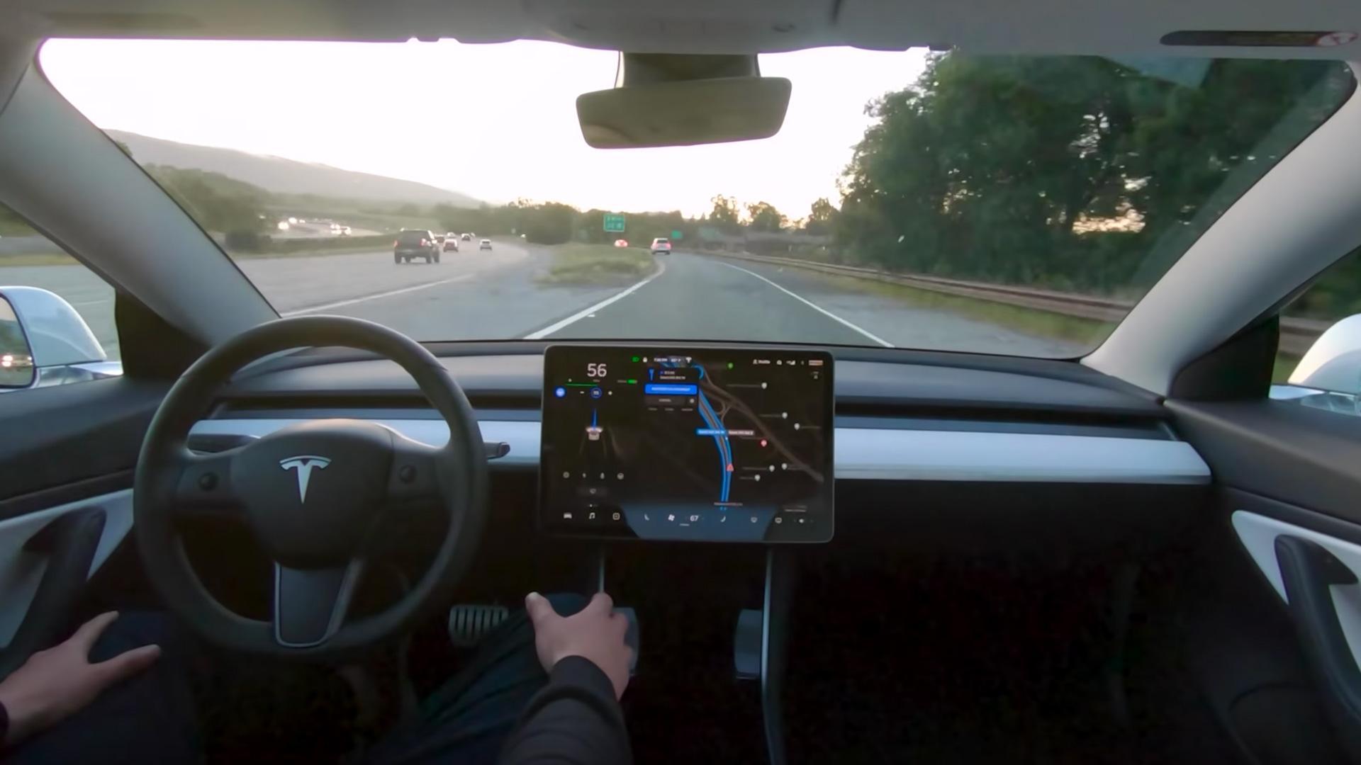 Кадр из видео YouTube / Tesla