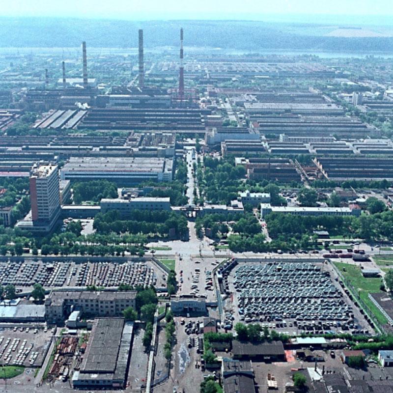 Территория Горьковского автозавода, 2000 год. Фото © LIFE
