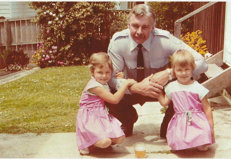 Натали с отцом и сестрой. Фото © Facebook / Natalie Hoskinson