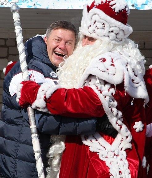 Вологодский губернатор в гостях у пленного Деда Мороза. Фото © belorizec.livejournal.com