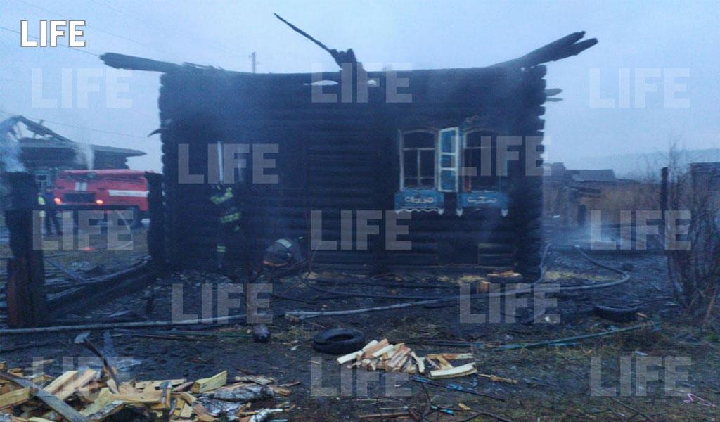 Лайф публикует фото с места жуткого пожара под Екатеринбургом, где погибли трое детей