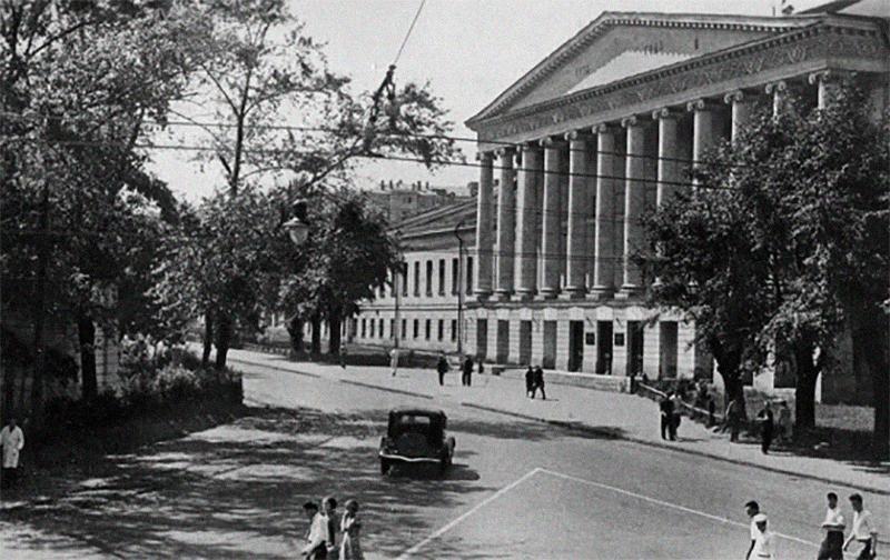 Ново-Екатерининская больница на Страстном бульваре. Фото © Pastvu.ru