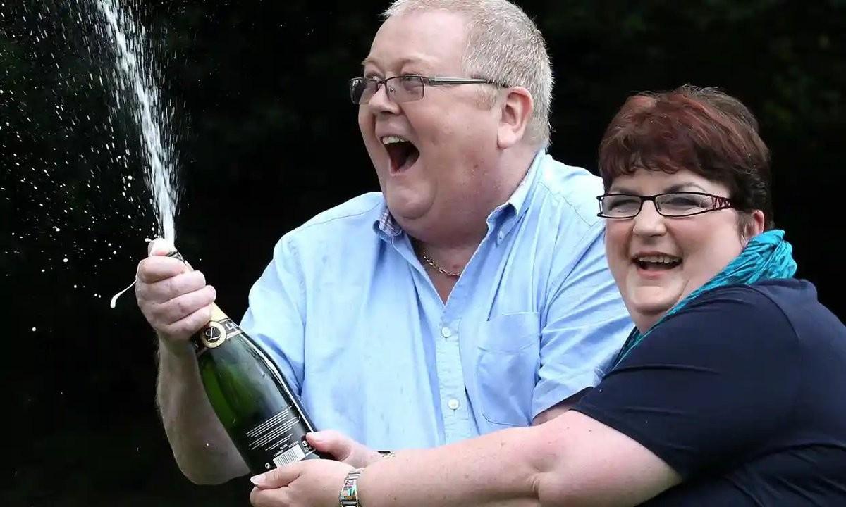 "<p>Колин Вейр со своей женой Кристиной. Фото © Twitter / <a href=""https://twitter.com/Grouse_Beater"" target=""_self""><strong>Grouse Beater</strong></a></p>"