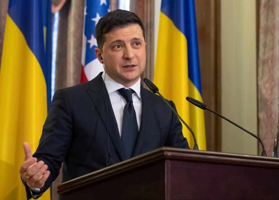 Украинский эксперт заявил, что Зеленского запугали извне
