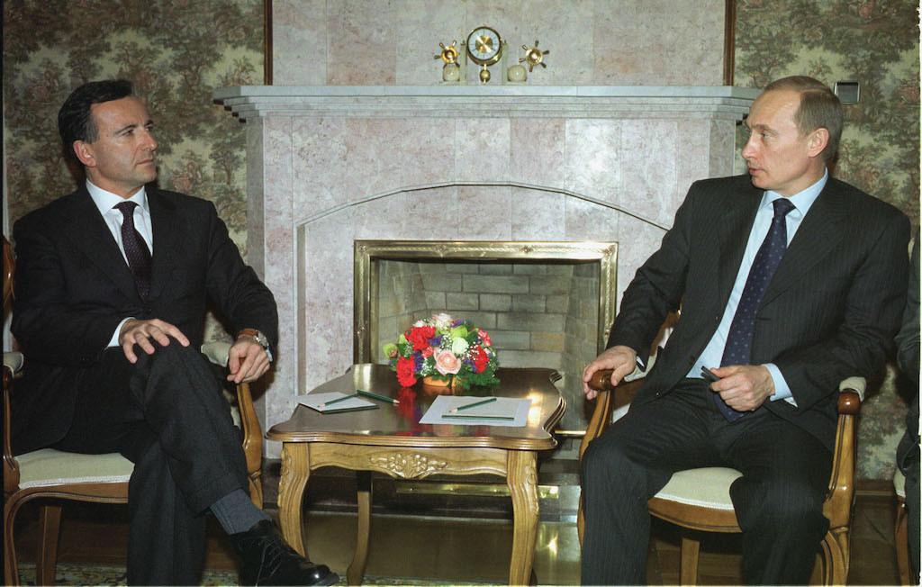 <p>Министр иностранных дел Италии Франко Фраттини (слева) на встрече с Владимиром Путиным, 2003 год. Фoто © ТАСС / Родионов Владимир</p>