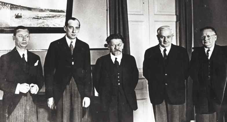 Справа налево: М.М.Литвинов, А.С.Енукидзе, М.И.Калинин и польские дипломаты Юзеф Бек и Юлиуш Лукашевич. 1934 год. Фото © Wikipedia