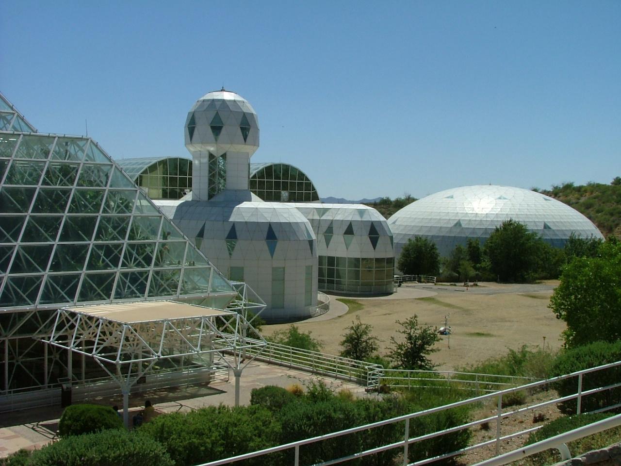 """""""Биосфера-2"""": вид снаружи. Фото © Wikimedia Commons"""