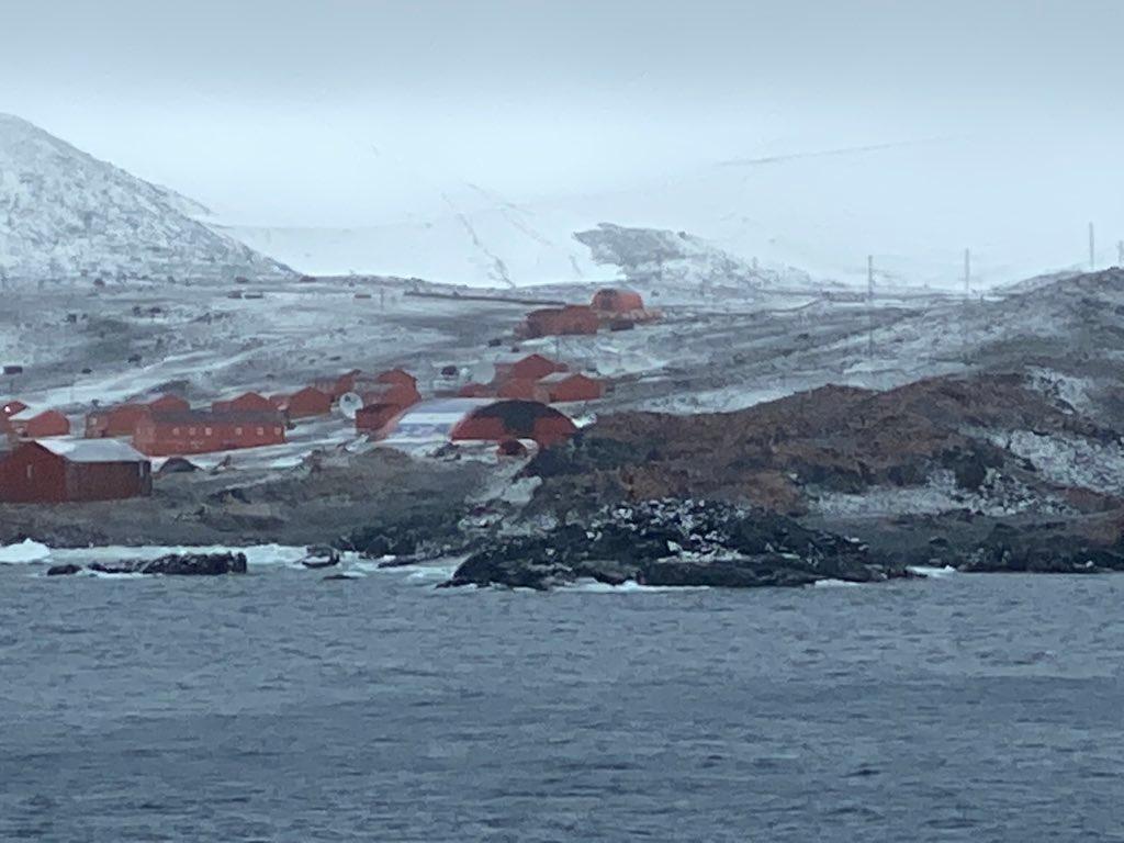 "База ""Эсперанса"" в Антарктиде. Фото © Twitter / Daisy Tan"