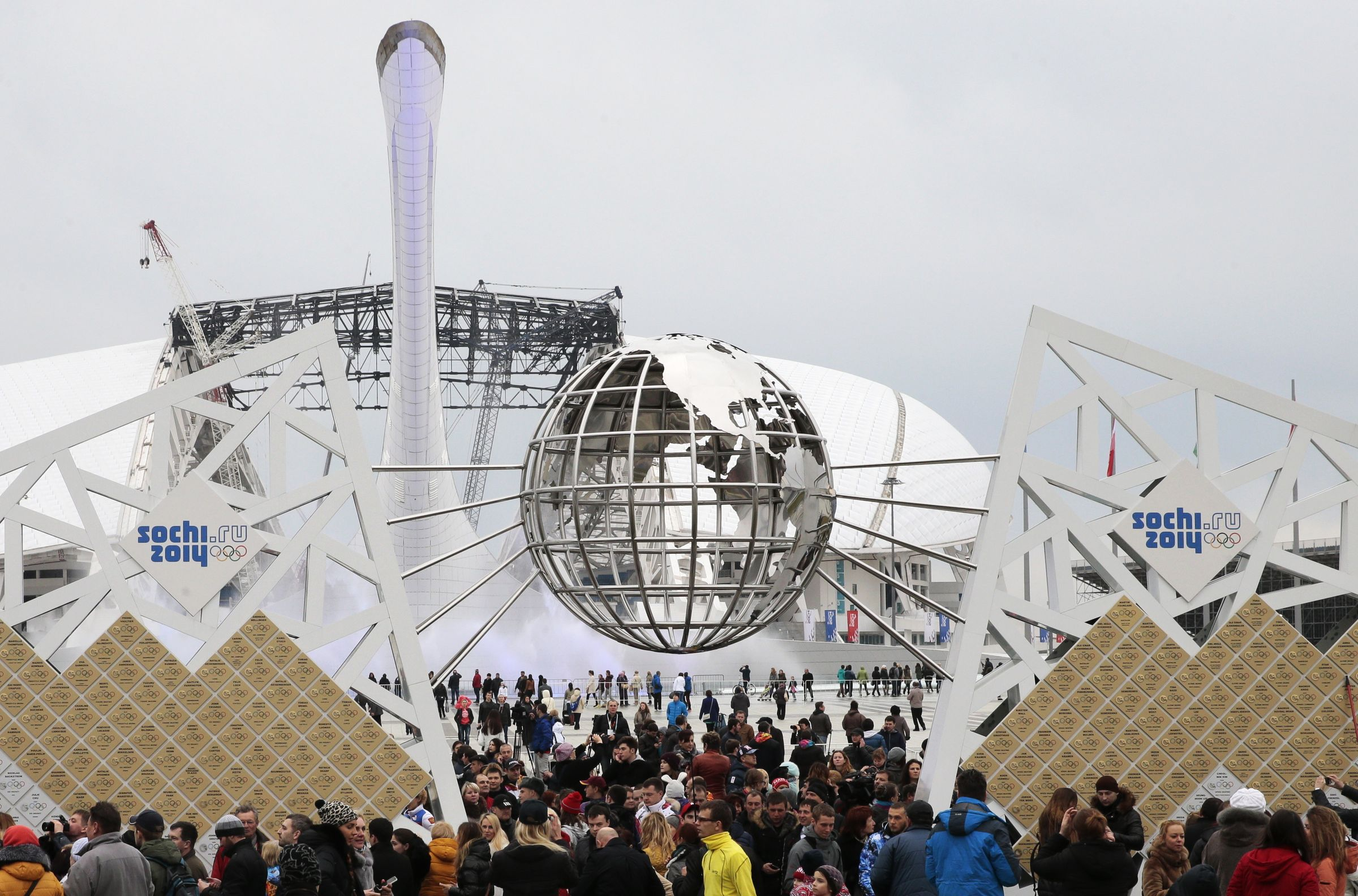 """<p>Открытие скульптурной композиции """"Стена чемпионов Игр"""" в Олимпийском парке в Сочи в 2015 году. Фото © ТАСС / Михаил Метцель</p>"""