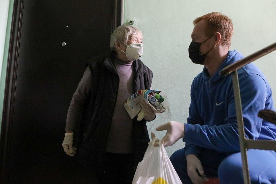 """<p>Благотворительная доставка еды пенсионерам волонтёрами. </p><p>Фото © Агентство """"Москва"""" / Софья Сандурская</p>"""