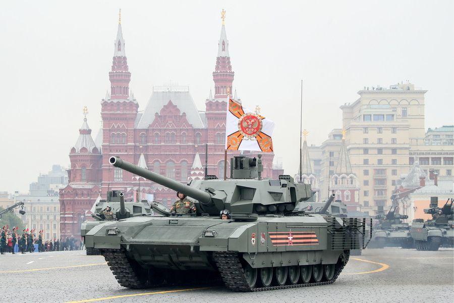 """<p>Танк Т-14 """"Армата"""" на Красной площади во время военного парада. Фото © ТАСС / Сергей Бобылев</p>"""
