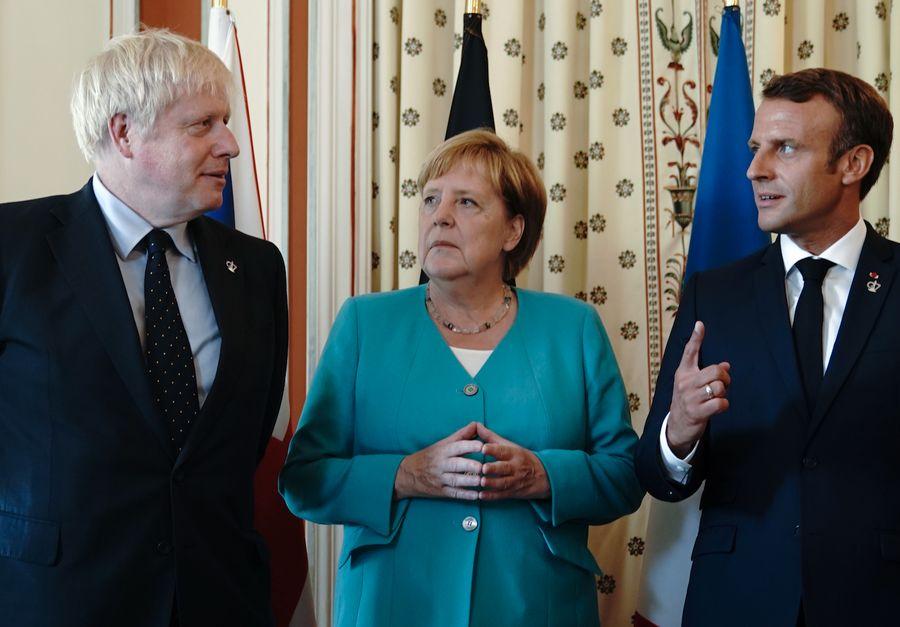 <p>Борис Джонсон, Ангела Меркель и Эмманюэль Макрон. Фото © ТАСС / Michael Kappeler / dpa</p>