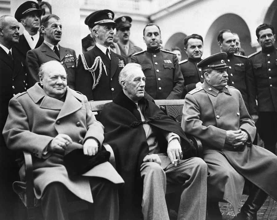 <p>Слева направо: премьер-министр Великобритании Уинстон Черчилль, президент США Франклин Рузвельт и маршал Советского Союза Иосиф Сталин. Фото © Фотоархив ТАСС </p>
