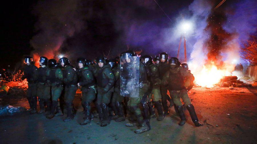 <p>Во время протеста против размещения людей, эвакуированных из китайской Ухани. Фото ©ТАСС / AP / Efrem Lukatsky</p>