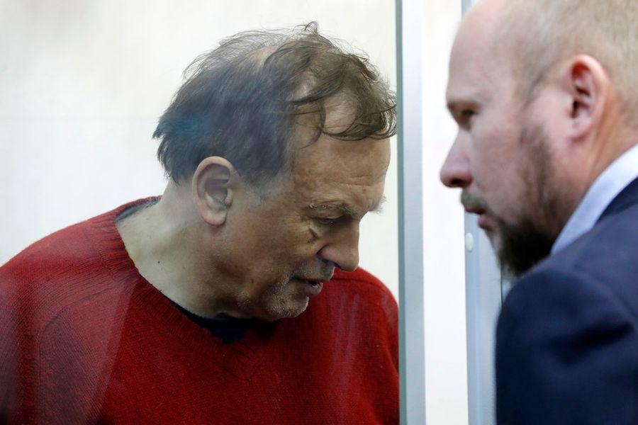 <p>Олег Соколов (слева) и его адвокат Александр Почуев. Фото © ТАСС / ЕРА / ANATOLY MALTSEV</p>