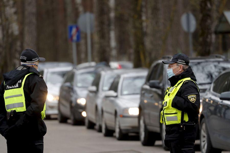 <p>Латвийские полицейские. Фото © ТАСС / EPA / TOMS KALNINS</p>