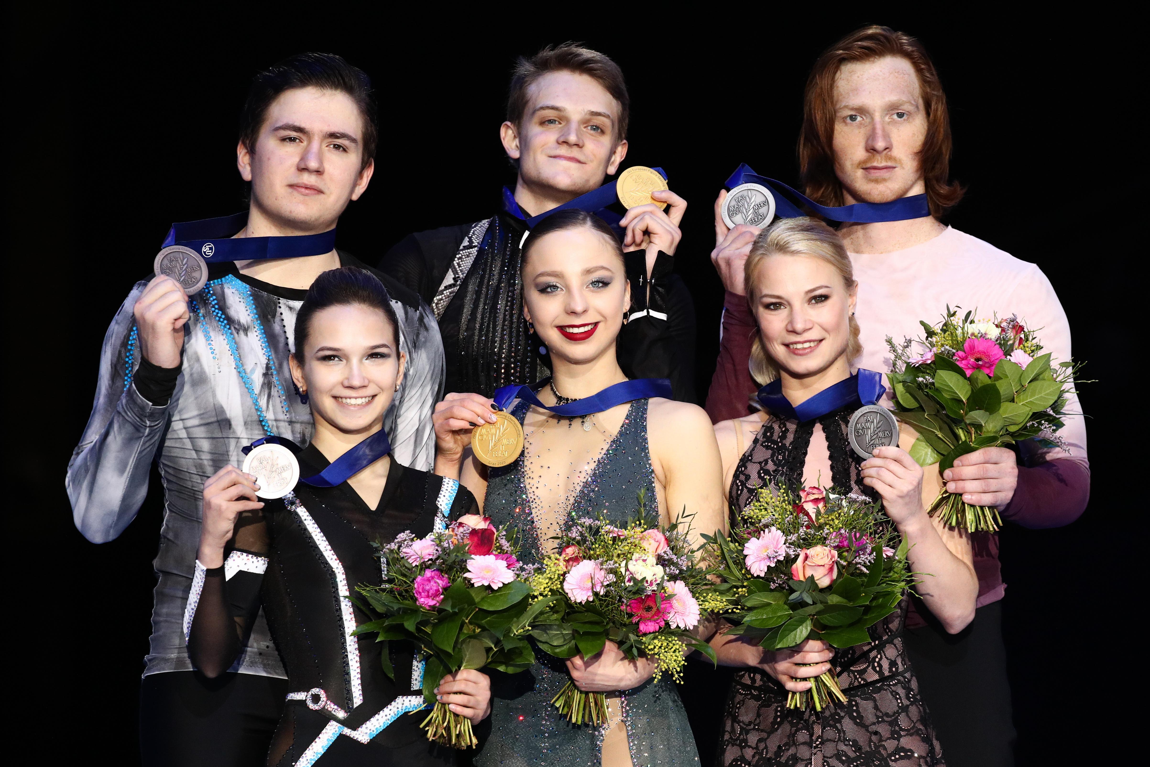 В соревнованиях пар, как и в женском одиночном катании, пьедестал был полностью российским. Фото © ТАСС / Сергей Бобылев